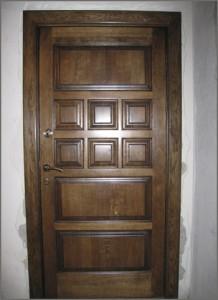 Дверь из массива дерева