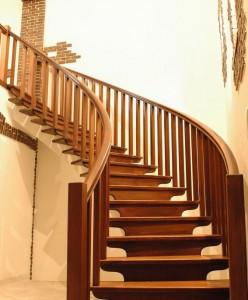Изящная лестница второго этажа