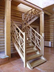Деревянная лестница по размерам заказчика